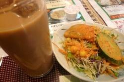 タージマハルエベレストランチのサラダとドリンク